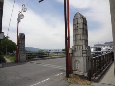 〈親柱〉が特徴的な上川橋