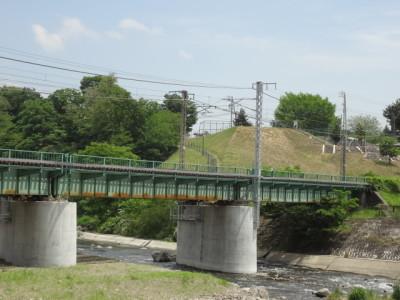 上川橋から望むJR中央本線と『木落し公園』
