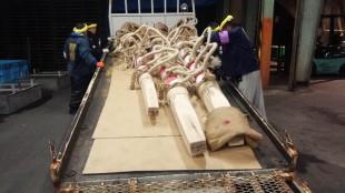 メドデコは曳行(えいこう)用、木落し用、後メドデコ用など、数種類用意します。